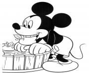 Mickey Mouse and apples disney coloring pages